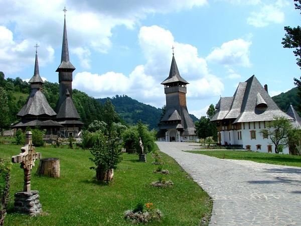 Barsana_Monastery_-_Romania_03