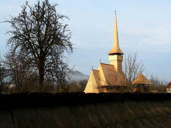 Biserica-Rozavlea_03