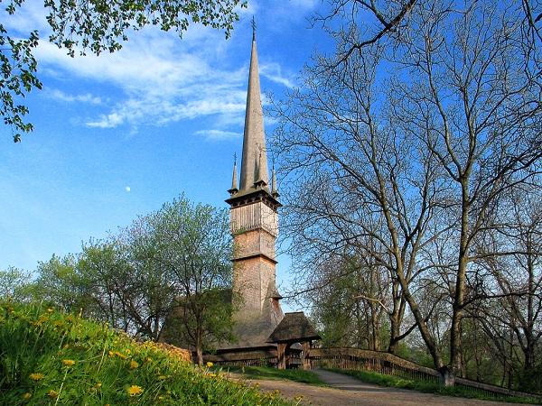 Biserica de lemn de la Surdesti - Maramures